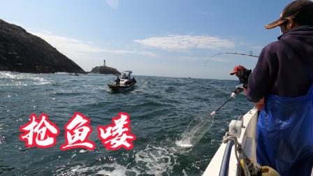 今天的快艇来了好多,在船缝里抢了几十条鲈鱼,两天装满两大箱