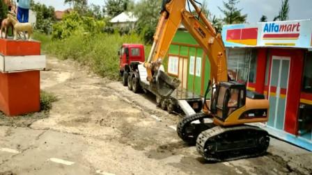 大卡车带着挖掘机去工作  创意玩具