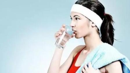 早晨空腹喝水很养生?专家提醒:3点不注意,喝了也是白喝!