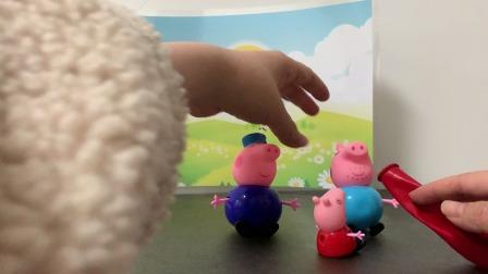 小猪佩奇玩具:佩奇找猪爷爷帮忙吹气球