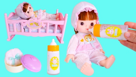 给ToriTori喂完牛奶的儿童玩具故事