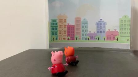 小猪佩奇玩具:小朋友们等着家长来接他们放学