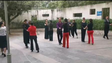 王雄老师与邬彩凤老师在太子山庄互动《水兵舞二套》