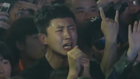 时隔多年《求佛》原唱重出江湖,唱得撕心裂肺,台下观众泪流满面