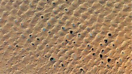 英国一监控卫星,拍到中国偏远沙漠有异象,英国科学家坐不住了?