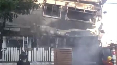 消防员救火到一半,房屋竟瞬间倒塌,4人遭活埋殉职