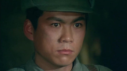 国军将领不配合,小小通信兵衣服一扯露出一排手榴弹与其同归于尽