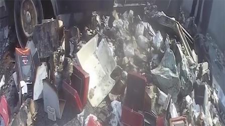 车主烧掉700万元快递谎称自燃:事先已取走货物,制造火灾假象