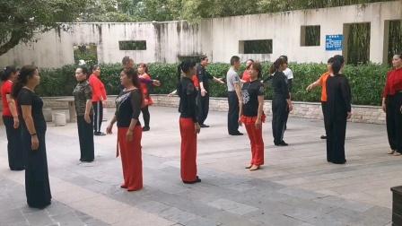 王雄老师和邬彩凤老师在太子山庄互动《兵兵三步踩》