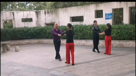 王雄老师和邬彩凤老师在太子山庄互动《水兵舞第九套》