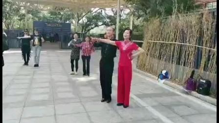 王雄老师和邬彩凤老师在蛇口大舞台教学交谊舞慢四《九儿》