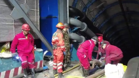 新疆一煤矿透水事故12人被困位置确定 救援画面曝光