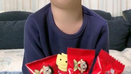 亲子趣事:小朋友来吃旺仔糖果了