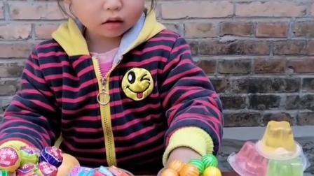 童年趣事:妹妹这么多吃的,你能给我一点吃的吗
