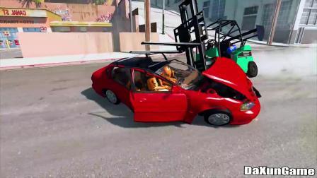 叉车车速太快看到前方轿车已来不及刹车,直接穿透