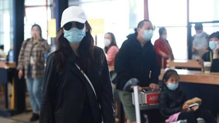 机场直拍!梅婷一家出行 老公做苦力推女儿和行李箱