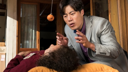 儿子拿了根绳子让母亲上吊!高分电影!