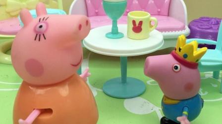 乔治见小朋友有啥玩具,自己也要买啥,猪妈妈让他去踢球