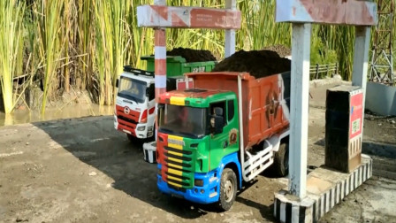 趣味益智玩具 卡车运输材料遭遇泥潭