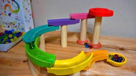 大理石球跑彩色木球场和螺旋跑道