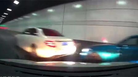 南京豪车深夜隧道内狂飙致多车相撞 现场轰鸣不断 惊险瞬间曝光!