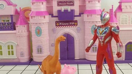 乔治和恐龙玩具玩耍,奥特曼哥哥误会了