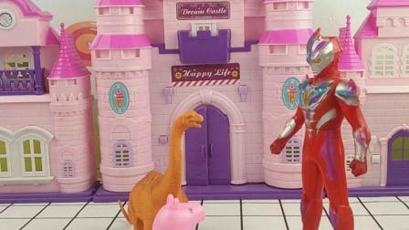 乔治开心的和恐龙玩,奥特曼哥哥差点误会