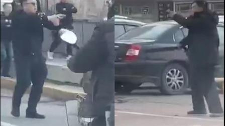 现场曝光!哈尔滨一男子持刀砍伤两名路人 警方持枪对峙将其抓获