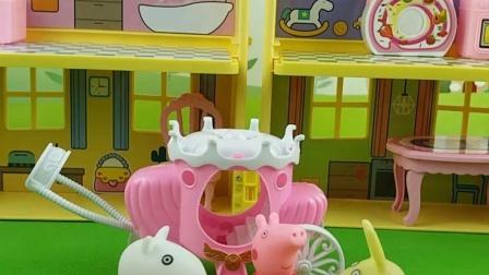 佩奇苏西在玩过家家,小兔瑞贝卡也一起加入