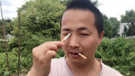 香烟从眼睛进去,嘴巴出来!学会骗朋友玩