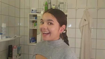 国外妹子剪发