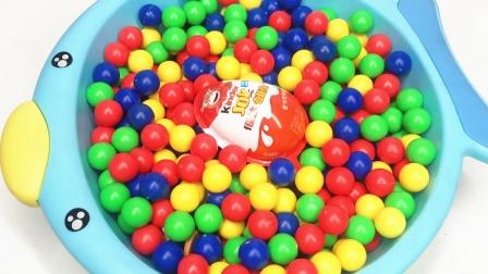 彩色珠珠里藏着健达奇趣蛋 各种小猪佩奇系列玩具公仔
