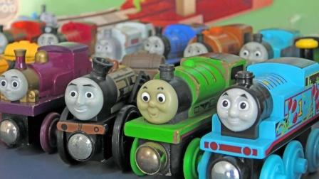 托马斯和他的朋友们在木质轨道通行