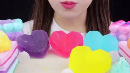 琥珀糖搭配零食,色彩清新,带来双重享受