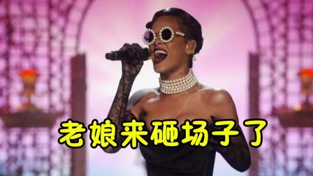 """秀场开成演唱会!模特被帮唱歌手""""抢风头"""",网友:来砸场子的?"""