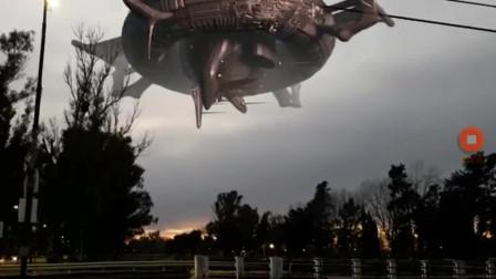 巨型UFO出现在小镇上空,这画面比科幻片还要精彩