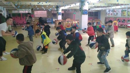 幼儿园学兰球