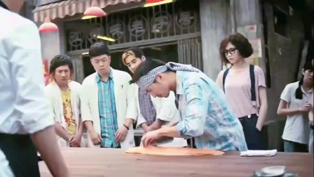 《食神》谢霆锋这刀工和切菜手艺,没个几十年底子练不出,这才叫顶级大厨!