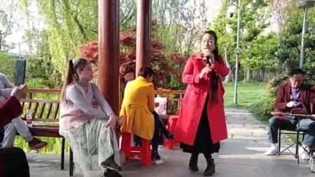 越剧(山伯临终)演唱:毕胜美,伴奏谢安国,宁波开心上传2021年 4月11日!