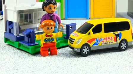 拼图认知各种彩色小汽车玩具 趣味益智