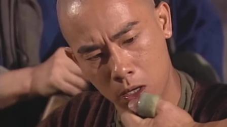 鹿鼎记:韦小宝戏耍铁头黄,怎料铁头黄直接扒他裤子,公开处刑