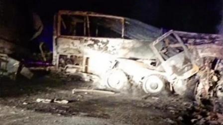 埃及中部一公共汽车与卡车相撞 已致20死3伤