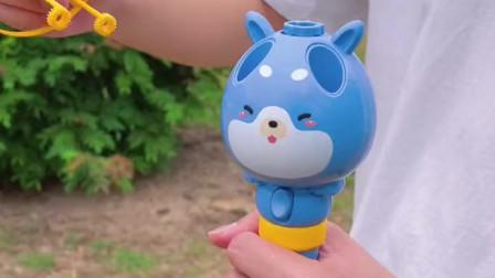 给外甥买的新泡泡机也太好玩了吧,带上竹蜻蜓真的能飞起来