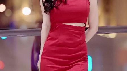 红裙性感小姐姐