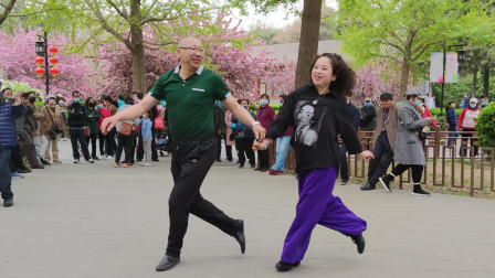 夫妻俩表演吉特巴《最美不过你的笑》歌好听,舞步优美好看