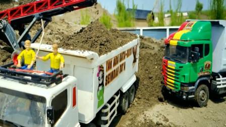 趣味益智玩具 彩色工程卡车运送泥土