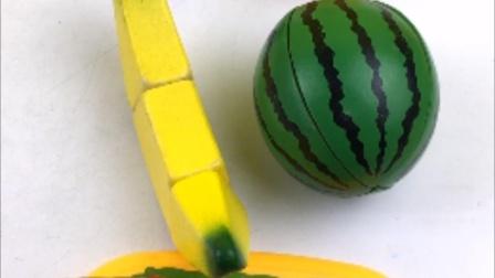 今天来切水果,切香蕉和西瓜玩具