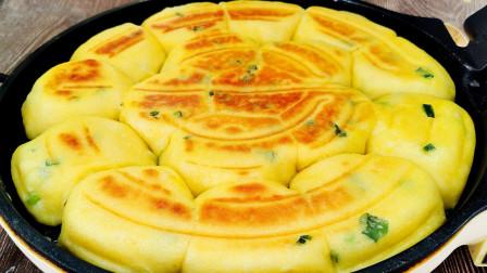 农家锅贴饼,案板擀面杖全不用,揪一块就入锅,满屋飘香贼好吃
