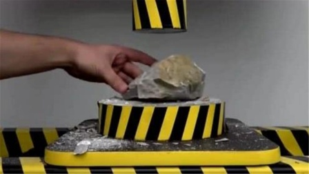 当坚硬的大石头遇到液压机,老外测试后,结果意想不到!