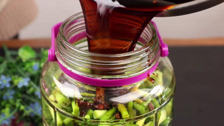 妈妈用了30年腌蒜苔的方法,详细做法教给你,非常的开胃又下饭